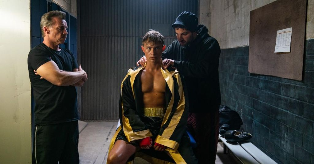 Dennis Mojen Plays Ossi, a Wannabe Boxing Champion in 'Isi and Ossi'